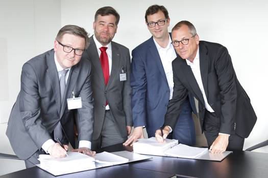 From left: Jari Niemelä (Valmet), Markus Bolhàr-Nordenkampf (Valmet), Julien Mounier (BS Energy) and Paul Anfang (BS Energy). Credit: Valmet